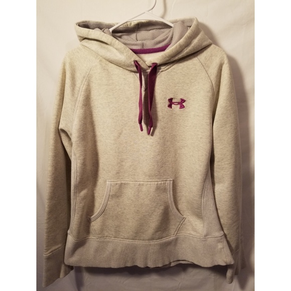 Under Armour Tops - UNDER ARMOUR LOOSE FIT SIZE MEDIUM